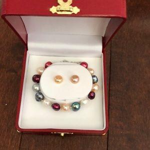 Saltwater pearl bracelet and earrings